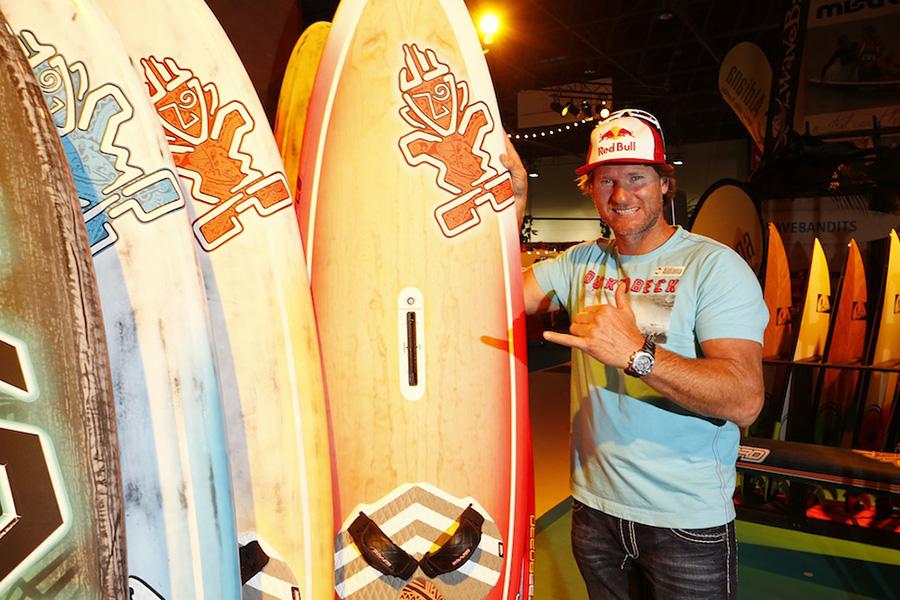 _Ex-Surfweltmeister Björn Dunkerbeck_boot20141885